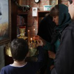 Молодежь посещает храмы района